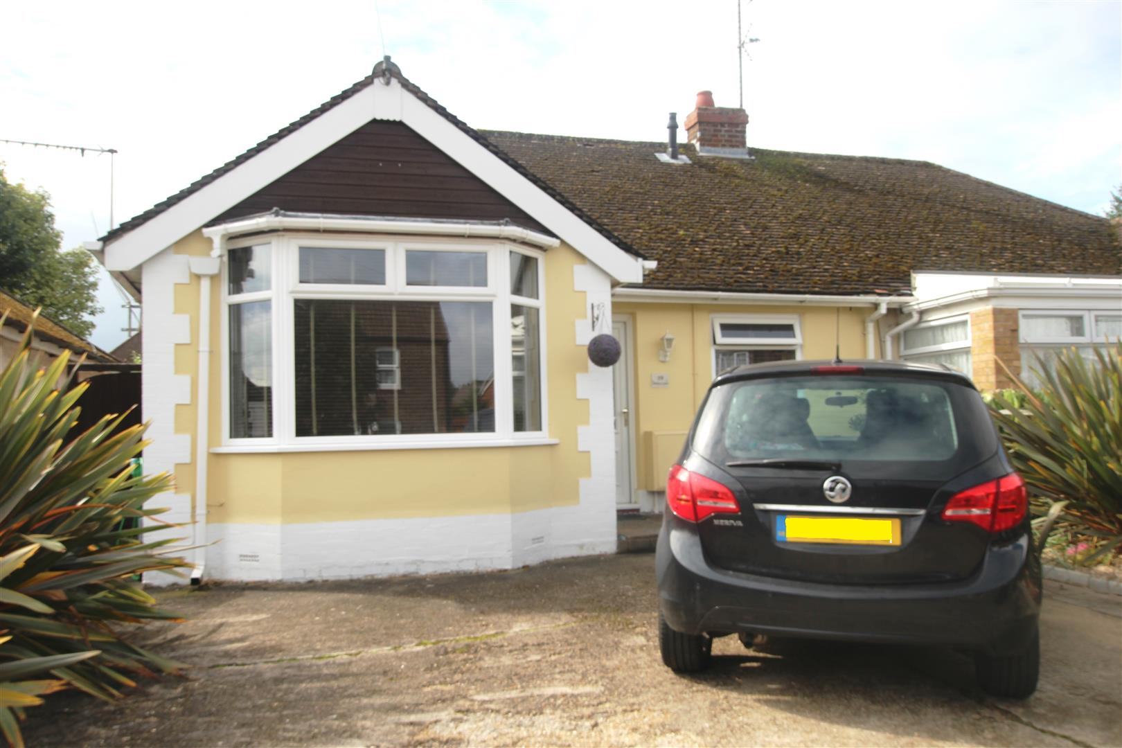 2 Bedrooms Semi Detached Bungalow for sale in Drury Lane, Houghton Regis, Dunstable